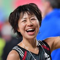2019年の名古屋ウィメンズマラソンでMGC出場権を獲得し、笑顔を見せる福士加代子=ナゴヤドームで2019年3月10日、大西岳彦撮影