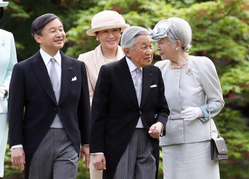 春の園遊会に臨まれる天皇、皇后両陛下と皇太子ご夫妻=東京都港区の赤坂御苑で2018年4月25日、佐々木順一撮影