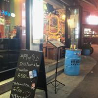 ソウル・梨泰院の通称「クラフトビール通り」にあるザ・ブースの1号店。3人の挑戦はここから始まった=堀山明子撮影