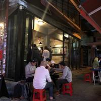 外国人客も多く集うソウル・梨泰院。ザ・ブース1号店の周辺にはクラフトビール専門店が密集している=堀山明子撮影