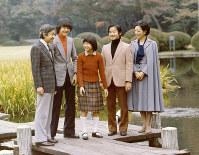 From left, Crown Prince Akihito, Prince Aya (Fumihito), Princess Nori (Sayako), Prince Hiro (Naruhito) and Crown Princess Michiko are seen in the garden of their residence in Tokyo's Minato Ward in November 1981. (Photo courtesy of the Imperial Household Agency)