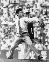 Prince Hiro (Naruhito) throws out the ceremonial first pitch at the National High School Baseball Championship at Hanshin Koshien Stadium in the city of Nishinomiya, Hyogo Prefecture, on Aug. 8, 1988. (Mainichi)