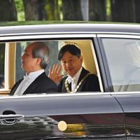 皇居に入られる新天皇陛下=皇居・半蔵門で2019年5月1日午前9時57分、山崎一輝撮影