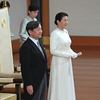 ご即位祝賀行事に臨まれる新天皇、皇后両陛下=皇居・宮殿「松の間」で2019年5月1日午後3時33分(代表撮影)