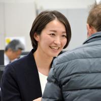 子育てしながら働く大森支店の杉本芳枝=東京都大田区で2019年3月、竹下理子撮影