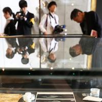 朝日新聞阪神支局内の資料室で展示されている、重傷を負った犬飼兵衛記者の被弾したペン=兵庫県西宮市で2019年5月3日午前11時11分、小出洋平撮影