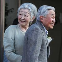 東京ローンテニスクラブの訪問を終えられた上皇ご夫妻=東京都港区で2019年5月5日午後5時22分、玉城達郎撮影