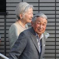 東京ローンテニスクラブの訪問を終えられた上皇ご夫妻=東京都港区で2019年5月5日午後5時21分、玉城達郎撮影