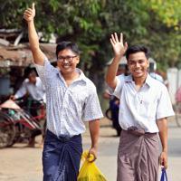 大統領恩赦により釈放されたロイター通信の記者2人=ミャンマー・ヤンゴンで2019年5月7日、ロイター