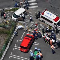 軽乗用車が園児に突っ込んだ事故現場=大津市で2019年5月8日午前11時15分、本社ヘリから木葉健二撮影