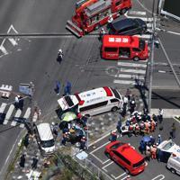 軽乗用車が園児に突っ込んだ事故現場=大津市で2019年5月8日午前11時9分、本社ヘリから木葉健二撮影