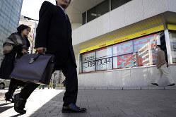 日経平均が7年ぶりに下落した昨年末でも、オーナー経営の企業は比較的持ちこたえた(Bloomberg)
