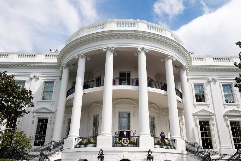 ホワイトハウスの主を制御できるか(Bloomberg)