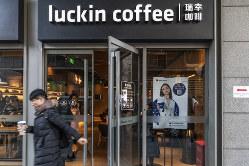 北京市内のラッキンコーヒーの店舗。店舗数がスタバを超える日も近い?(Bloomberg)