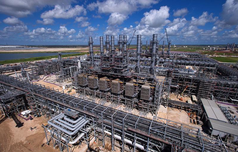 海外LNGプロジェクトのコストがかさむ結果に(写真はイメージ)(Bloomberg)