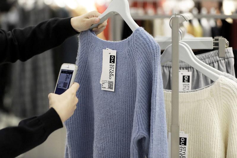 モバイル決済の拡大で、銀行の役割も変わる (Bloomberg)