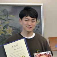 委嘱を受けた篠山輝信さん=山形県庁で