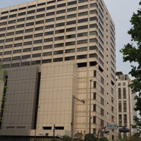 東京地裁および東京高裁が入る庁舎=東京都千代田区で2019年5月10日、米田堅持撮影