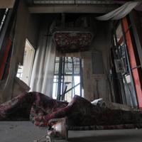 津波の押し寄せた3階の宴会場には、結婚式にも使われたゴンドラが震災当時のままの姿で残されていた=宮城県南三陸町で2019年3月26日午後5時36分、喜屋武真之介撮影