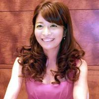 女優の三倉茉奈さん(お相手は一般男性)=2012年8月22日、網谷隆司郎撮影