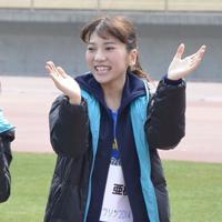 元AKB48の高城亜樹さん(お相手はJ1鳥栖のDF高橋祐治選手)=2014年3月16日、高嶋将之撮影