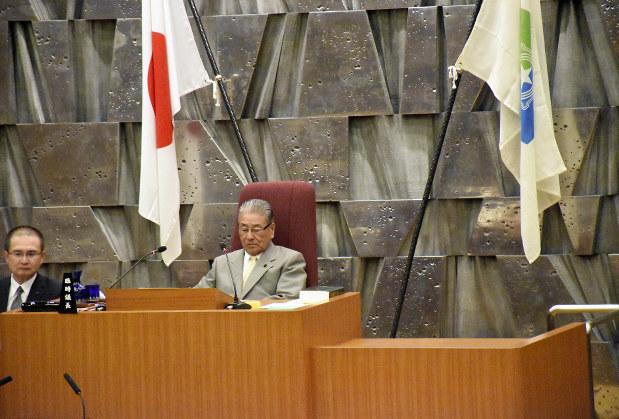 札幌市議会:臨時議長、9時間居座る 議長選出で混乱 解任規定なく ...