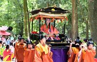 下鴨神社に到着した斎王代=京都市左京区で2019年5月15日午後0時5分、川平愛撮影