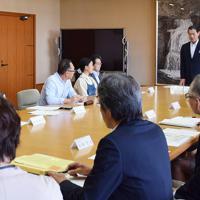 三重県名張市内にある空き家の現状や対策を話し合った協議会=同市役所で、久木田照子撮影