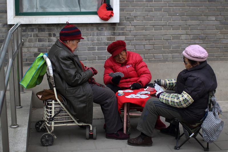 高齢化は中国でも進んでいく(Bloomberg)