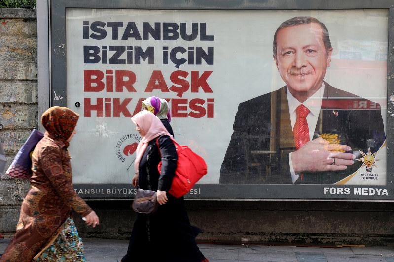 3月31日の統一地方選でエルドアン大統領が党首を務める与党・公正発展党(AKP)は主要都市で苦戦(イスタンブール、Bloomberg)