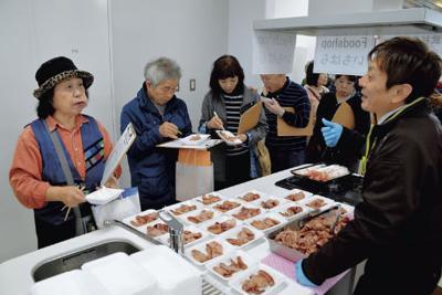 「スギの香りが良い」と好評だった試食会=千葉県山武市で