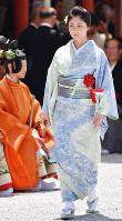 Actress Takako Tokiwa attends an Aoi Festival ritual at Shimogamo Shrine as a representative of the festival participants, in Kyoto's Sakyo Ward on May 15, 2019. (Mainichi/Ai Kawahira)