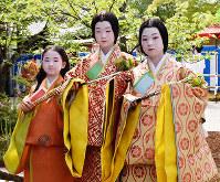 From left, sisters Kanoko Sasao, 10, Nonoka Sasao, 14, and Nanoha Sasao, 12, who play attendants of the Aoi Festival heroine, are seen in the Kyoto Gyoen National Garden in Kyoto's Kamigyo Ward, on May 15, 2019. (Mainichi/Kanae Soejima)