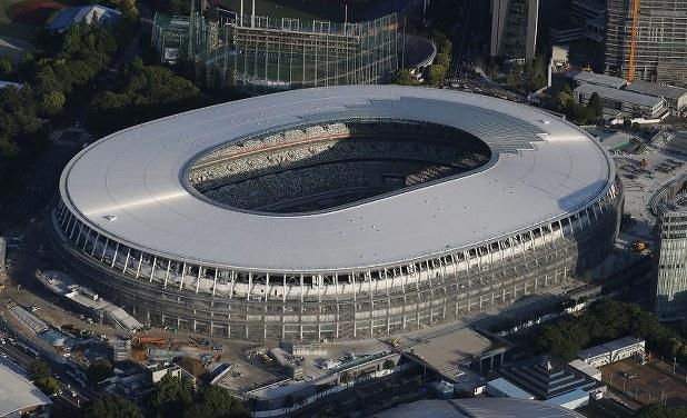 新国立競技場の屋根が完成[写真...