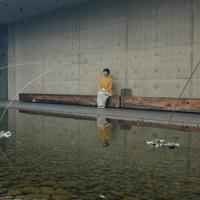 24日放送回の一場面。岡山県の奈義町現代美術館で「うつろひ」を鑑賞する野村麻純