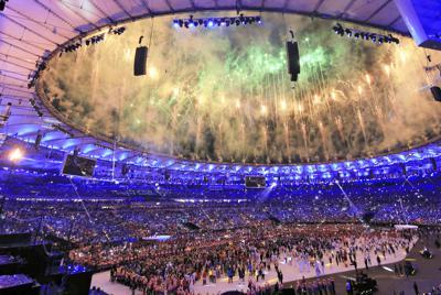 リオ五輪の開会式。最も良い席は大会を通じて最高価格となった=2016年8月、梅村直承撮影