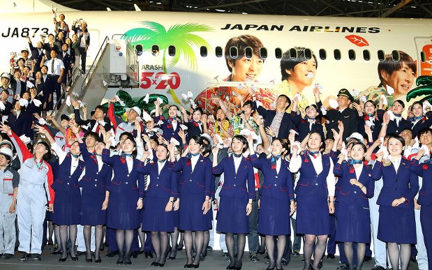 成田空港 Jal ハワイ ホノルル線に 嵐ジェット お披露目に大野さんと松本さんも出席 写真特集2 3 毎日新聞