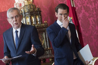 Austrian President Alexander Van der Bellen, left, and Austrian Chancellor Sebastian Kurz, of the Austrian People's Party, OEVP, right, arrive for a news conference after their meeting at the Hofburg palace in Vienna, Austria, on May 21, 2019. (AP Photo/Michael Gruber)