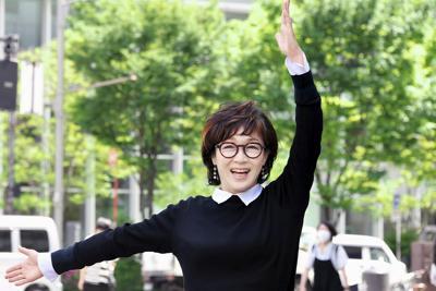 「食べたいものを作り、音楽を聴きながらワインを飲んでいる時が一番幸せ」=東京都中央区で、根岸基弘撮影