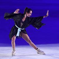 演技を披露するエリザベータ・トゥクタミシェワ=千葉市美浜区で2019年5月24日、竹内紀臣撮影