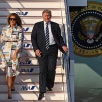 令和初の国賓として大統領専用機で来日したトランプ米大統領とメラニア夫人=羽田空港で2019年5月25日午後5時19分、丸山博撮影