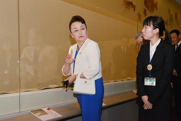 皇室:寛仁親王妃信子さま来県 県立ミュージアム視察 /香川 - 毎日新聞