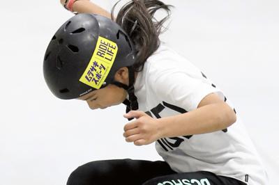 東京五輪出場を狙う12歳の織田夢海。スケートボードは小中学生が主役となる可能性を秘める=新潟県村上市スケートパークで2019年5月12日、佐々木順一撮影