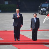 歓迎行事に臨むトランプ米大統領と妻のメラニアさん夫妻、天皇、皇后両陛下=皇居・宮殿東庭で2019年5月27日午前9時28分、手塚耕一郎撮影