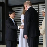 トランプ米大統領夫妻を見送られる天皇、皇后両陛下=皇居・宮殿南車寄で2019年5月27日午前10時13分、佐々木順一撮影