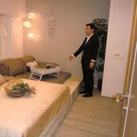 モデルルームのベッドルーム=東京都中央区晴海で2019年5月7日、宇田川恵撮影