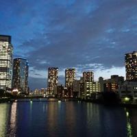 晴海フラッグの近くから見える夕暮れ時の景色=東京都中央区で2019年5月7日、宇田川恵撮影