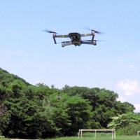 24日の調査で飛行するドローン=神奈川県提供