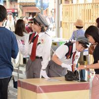 6月1日から全来場者への手荷物検査を実施すると発表したUSJ。昨年10月から試験的に検査を実施してきた=大阪市此花区で2019年5月27日午後2時36分、堀祐馬撮影