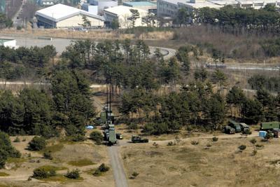 陸上配備型迎撃ミサイル「イージス・アショア」の配備候補地となっている陸上自衛隊新屋演習場(手前)=秋田市で